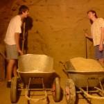 Vinný sklep kopání a kolečka